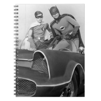Petirrojo y Batman que se colocan en Batmobile Notebook
