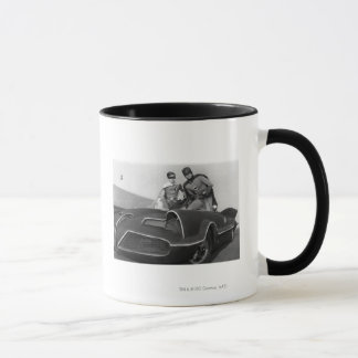 Petirrojo y Batman que se colocan en Batmobile Taza