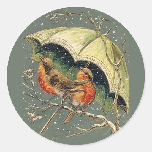 Petirrojos bajo pegatinas del paraguas pegatina redonda