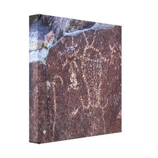 Petroglifo espiritual de la entidad impresión en lona estirada