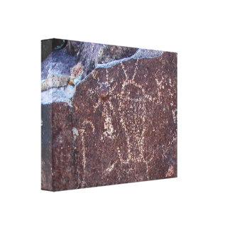Petroglifo espiritual de la entidad impresión en tela
