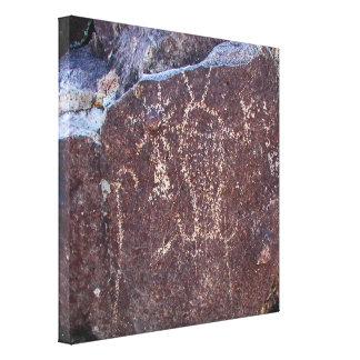 Petroglifo espiritual de la entidad impresiones en lienzo estiradas