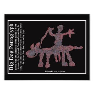 Petroglifo grande del perro cojinete