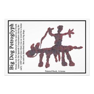 Petroglifo grande del perro fotografías