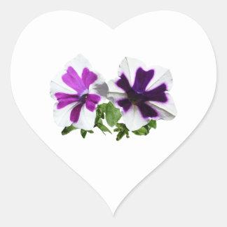Petunias que colocan al guardia calcomanía de corazón