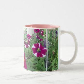 Petunias rosadas taza