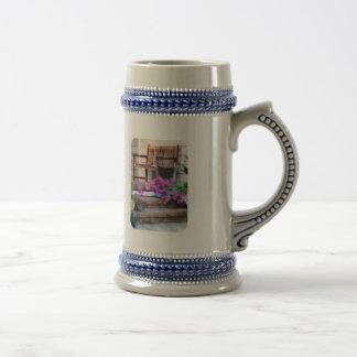 Petunias y regaderas rosadas tazas de café