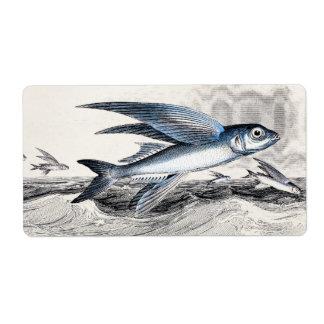 Pez volador azul de los 1800s del vintage en olas etiqueta de envío