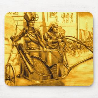 Pharaoh egipcio en su carro tapetes de raton