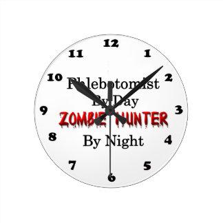 Phlebotomist/cazador del zombi reloj redondo mediano