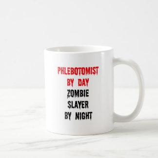 Phlebotomist del asesino del zombi del día por taza de café