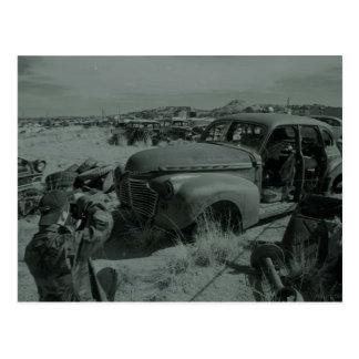 photgraphing el junkyard tarjeta postal