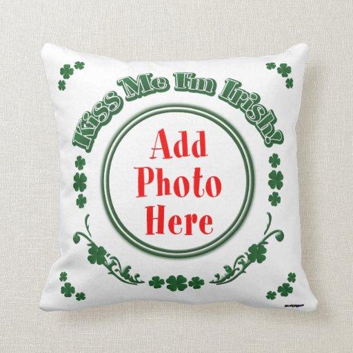 PHOTO Kiss Me I'm Irish - Green Circle Throw Pillow