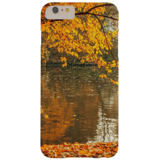 Photographer at lake in autumn barely there iPhone 6 plus case