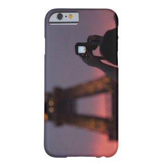Photographing the Eiffel Tower with a smartphone Barely There iPhone 6 Case