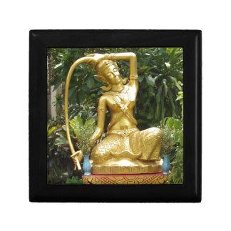 Phra Mae Torani - alcohol de la tierra Joyero Cuadrado Pequeño