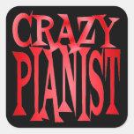 Pianista loco en rojo etiquetas