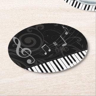 Piano caprichoso y notas musicales posavasos de cartón redondo