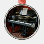 Piano con partitura ornamento para reyes magos