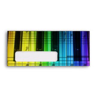 Piano de cola del arco iris, sobre del teclado
