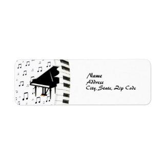 Piano de cola del teclado y etiqueta de las notas  etiquetas de remite