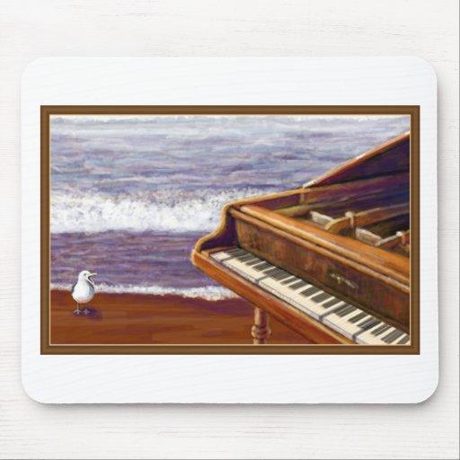 Piano en una playa tapete de ratón