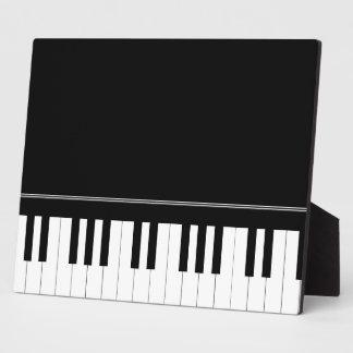 Piano keyboard plaque