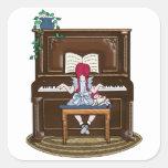 Piano practicante del pequeño chica pelirrojo pegatina cuadrada