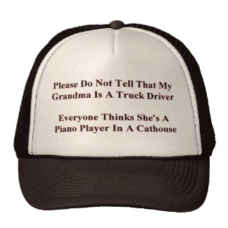 Piano que juega a la abuela gorra