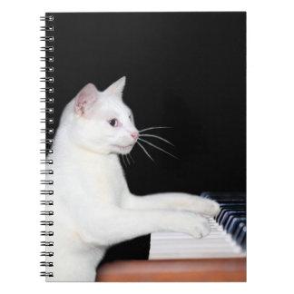 Piano que juega el gato libro de apuntes con espiral