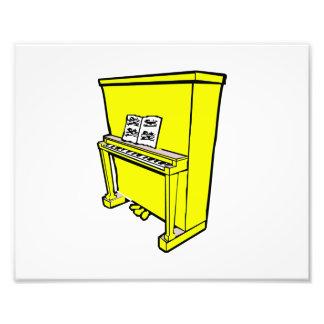 piano vertical amarillo magnífico con music.png fotografía