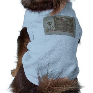 Piano vertical viejo camisetas de perrito
