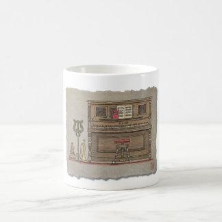 Piano vertical viejo taza de café