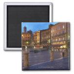 Piazza Del Campo en la oscuridad, Siena Imán Cuadrado