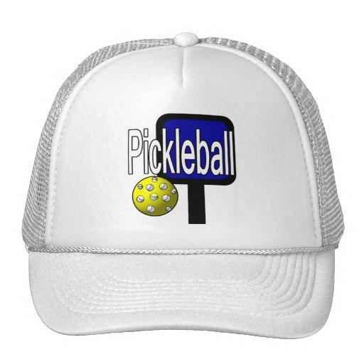 Pickleball, con la imagen del diseño de la bola y  gorras