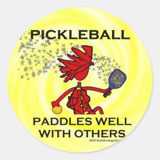 Pickleball se bate bien con otros pegatina redonda