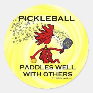 Pickleball se bate bien con otros etiquetas redondas