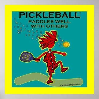Pickleball se bate bien con otros póster