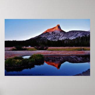 Pico de la catedral, prados de Tuolume, Yosemite,  Póster