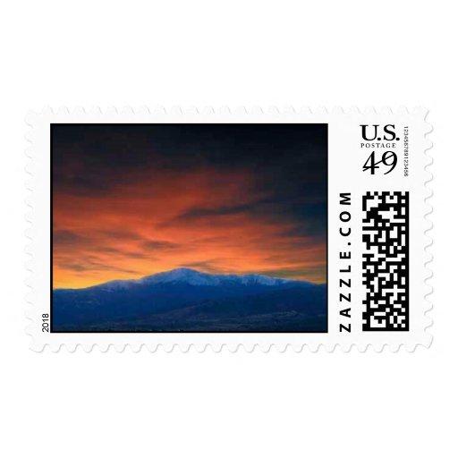 Pico de los lucios en la puesta del sol sello postal