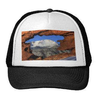 Pico de los lucios visto con la formación de roca  gorra