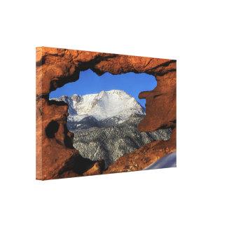 Pico de los lucios visto con la formación de roca  impresión en lona