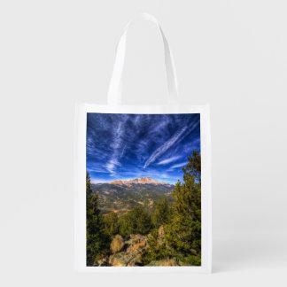 Pico de los lucios y cielo azul bolsas para la compra