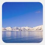 Picos coronados de nieve Woodfjord Svalbard Calcomania Cuadradas Personalizadas