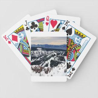 Picos de montaña de la escena del invierno baraja cartas de poker
