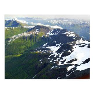 Picos de montaña - visión aérea tarjeta postal