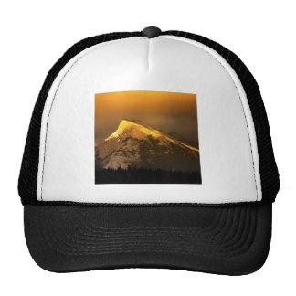 Picos de oro de la montaña del nacional de Rundle  Gorro De Camionero