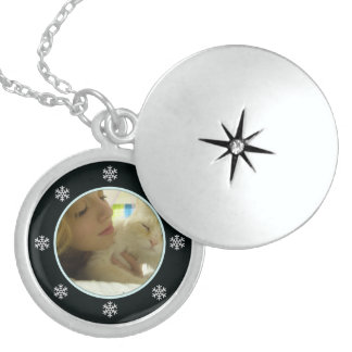 Picture: Snowflake Necklace