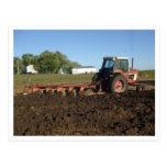 pictures124, granjero que ara en la granja de Cerc Tarjetas Postales