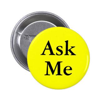 Pídame los botones preguntas en su acontecimiento pin redondo de 2 pulgadas